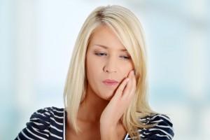 Причины боли десны под коронкой